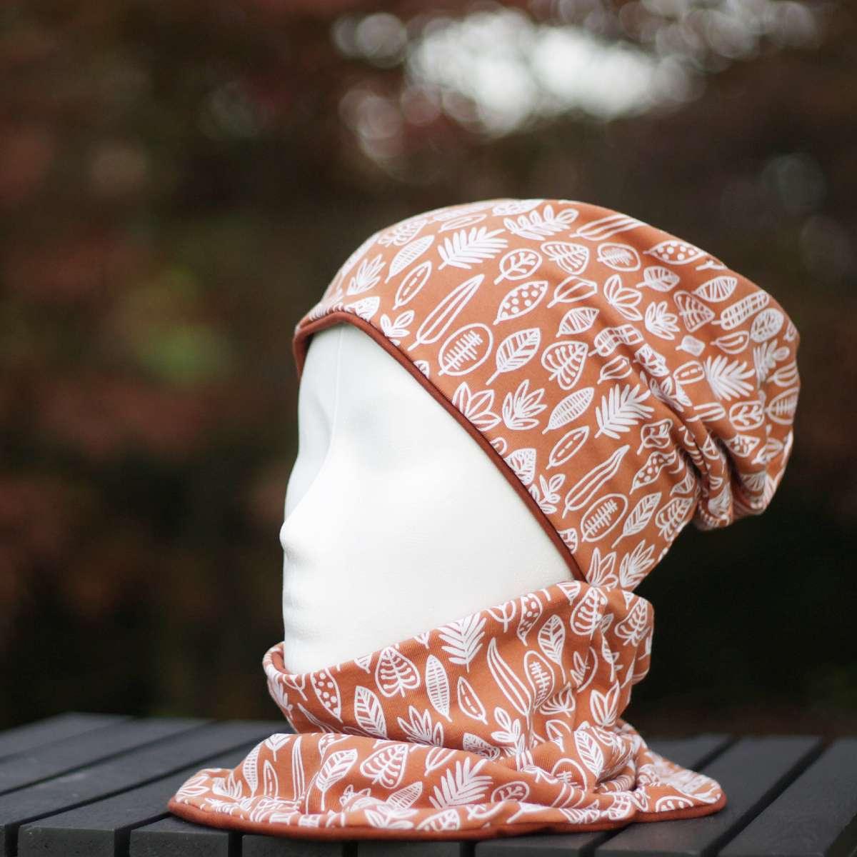 Beanie-Mütze kombiniert mit Schlauchschal in weiß-orange gemustert