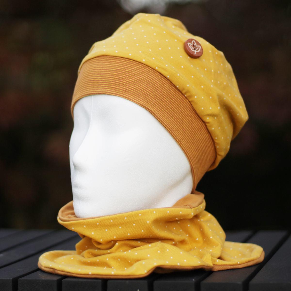 Beanie-Mütze kombiniert mit Schlauchschal in gelb