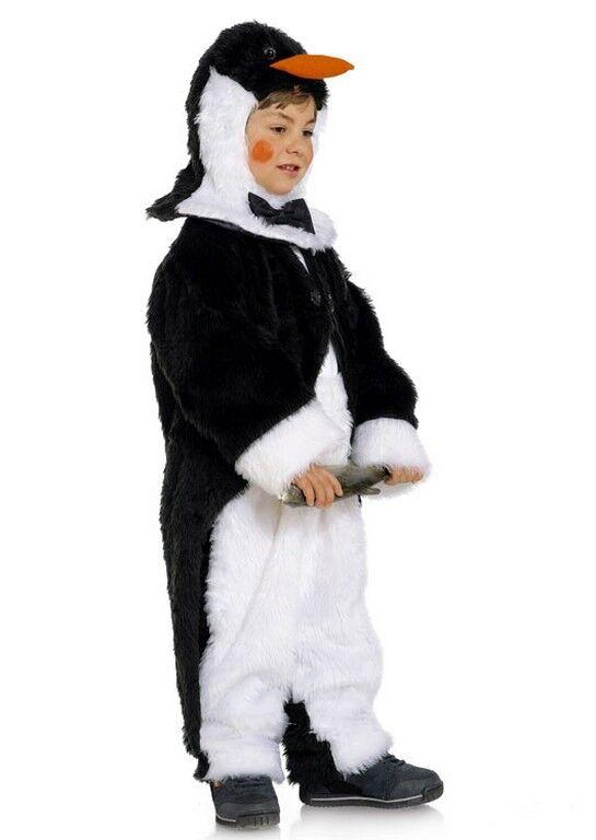 Kind im Pinguin-Kostüm aus Burda Schnittmuster