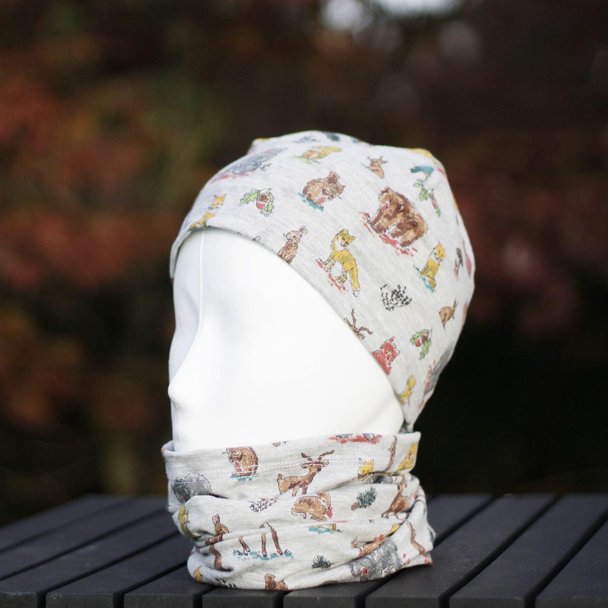 Beanie-Mütze kombiniert mit Schlauchschal im Tier-Muster